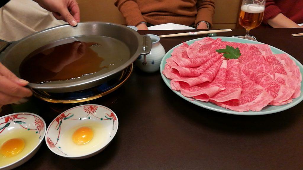 すき焼きの肉と鍋(HUAWEI P9 DJI GOアプリ)