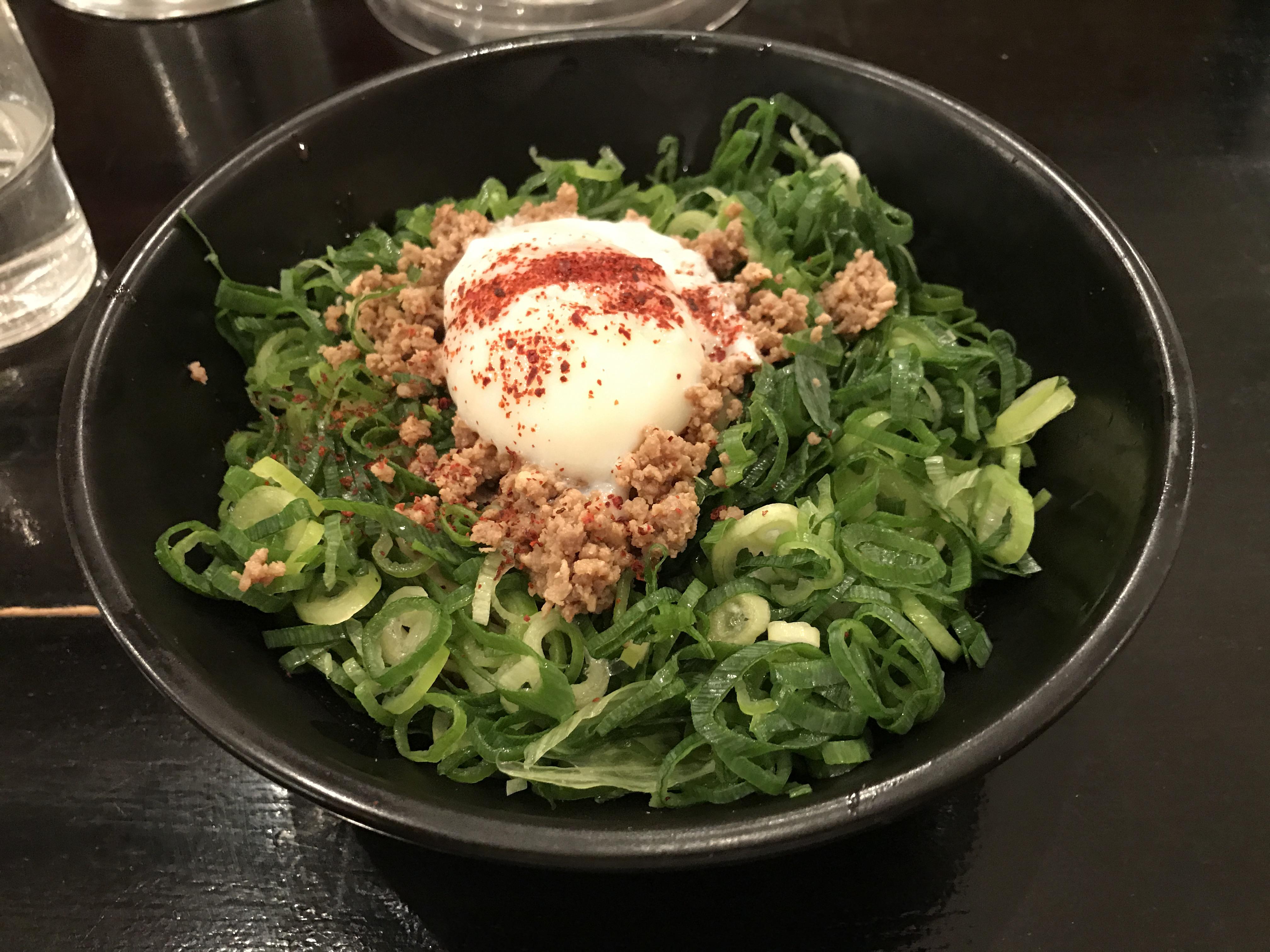 [Love 広島]広島のB級グルメ、広島風つけ麺と汁なし担々麺が食べられる、ばくだん屋