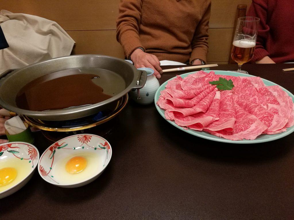 すき焼きの肉と鍋(HUAWEI P9標準カメラアプリ)