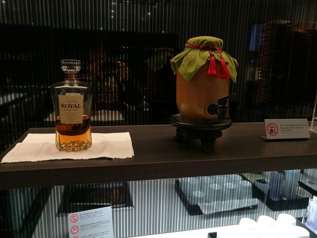 広島空港 国内線ANAラウンジ(ウイスキーと焼酎?)