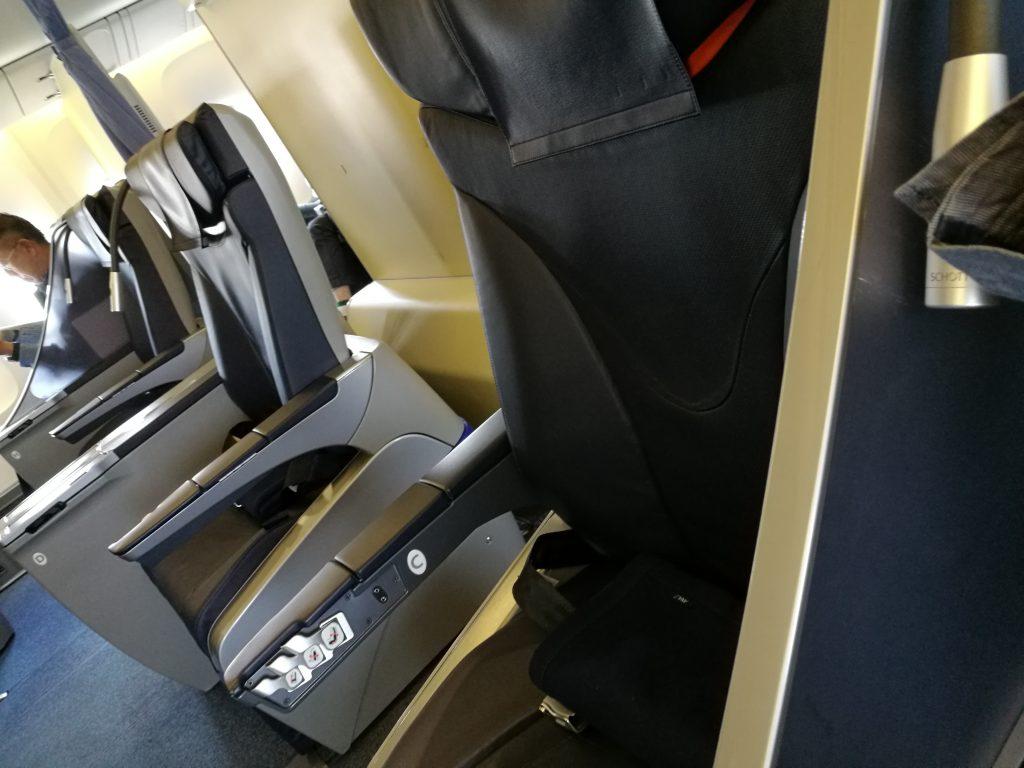NH1861便(B737-300)プレミアム席