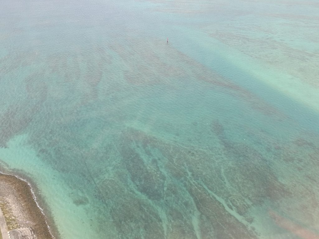那覇空港着陸前の海の様子