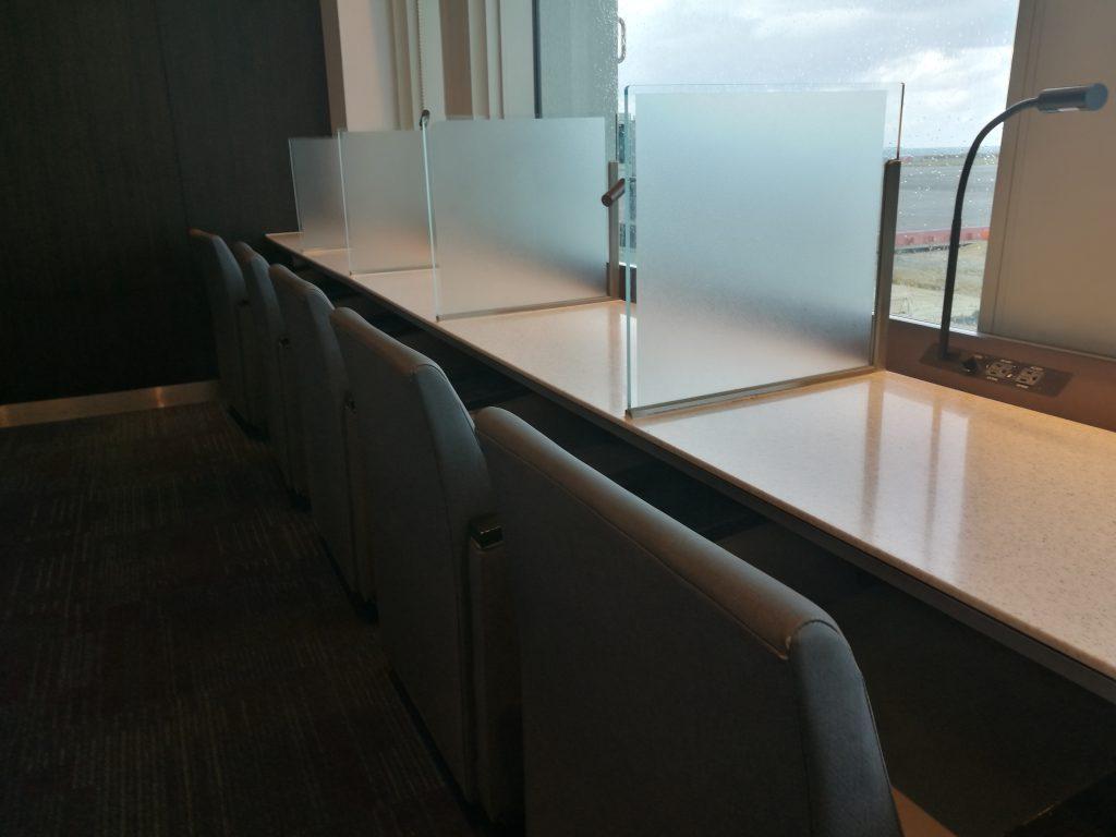 那覇空港・窓に向かう座席1