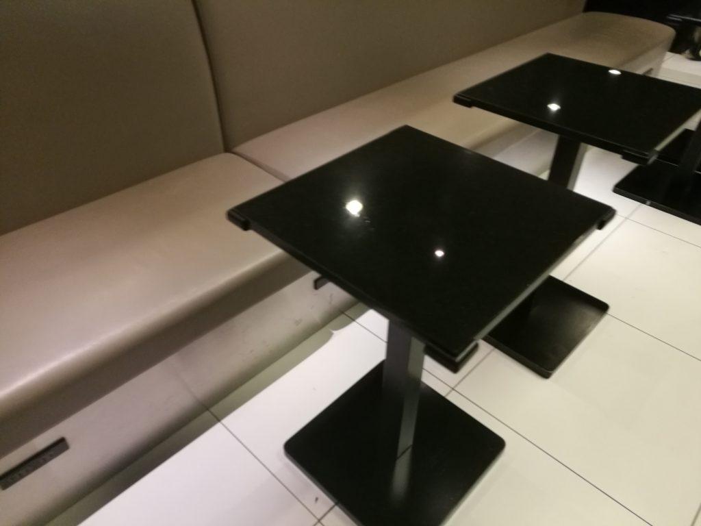 羽田国際線ANAラウンジ(南側)テーブル席