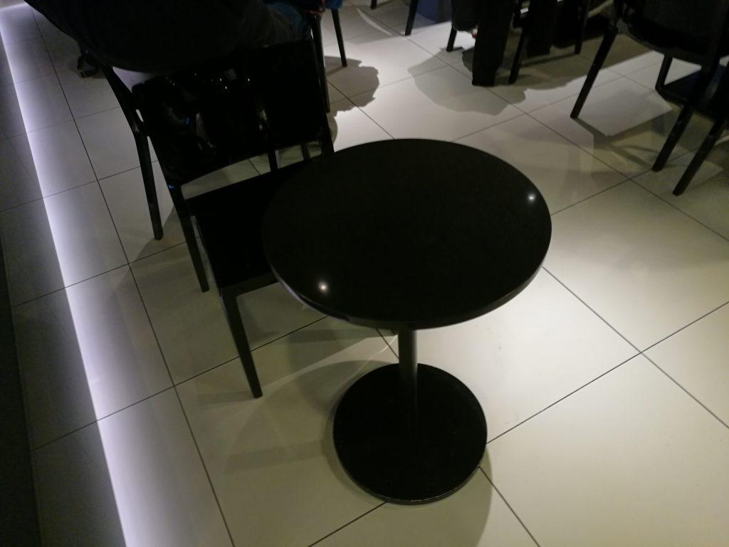 羽田国際線ANAラウンジ(南側)テーブル席2